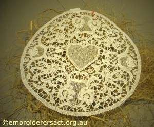 Lace circle with heart from Italia Invita 2013