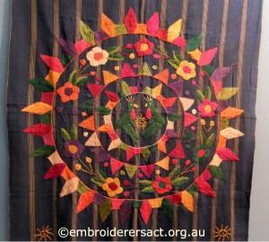 Round Folkloric embroidery Italia Invita