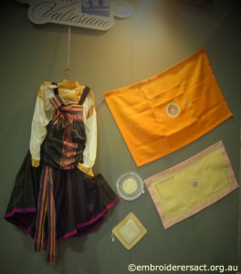 Costume and Orange Rectangle Puncetto Italia Invita